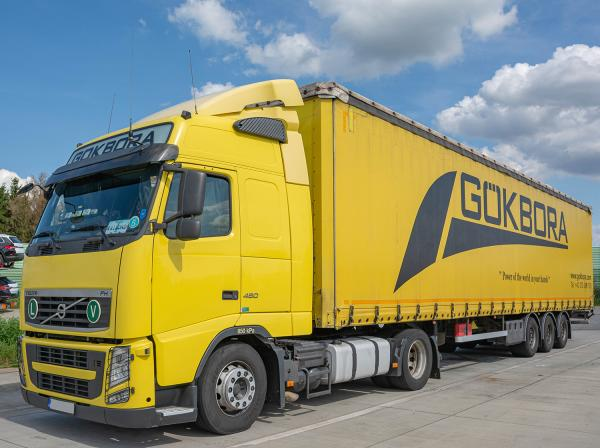 Transport in Gelb - Volvo FH 460